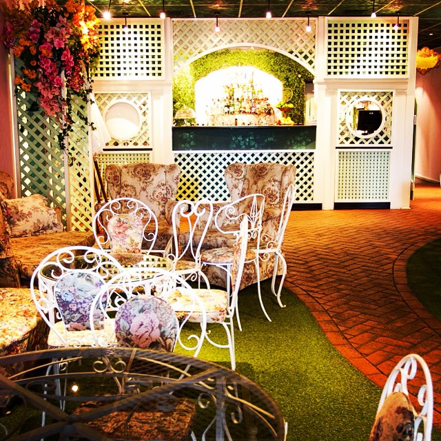 Can a bar get any cuter? Love the astro turf and wicker chairs in the garden bar @madamebrussels69 #cocktails #melbourne #ilovemelbourne #madamebrussels #gardenparty #bars