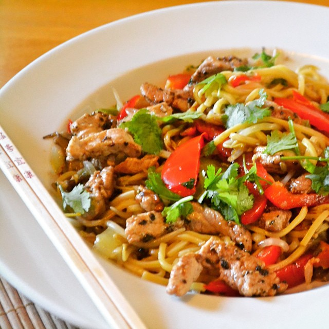 Beat the cold with an autumn stir fry. Here is one of my favourite stir fries complements of @jamieoliver. Oriental pork with noodles.  Recipe over on the blog. Link in my profile.  #jamieoliver #autumn #stirfry #lisaeatsworld #foodblogger #instafood #instagood
